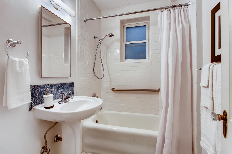 709 Sw 16th Ave Unit 302-large-019-021-Master Bathroom-1500x1000-72dpi.jpg