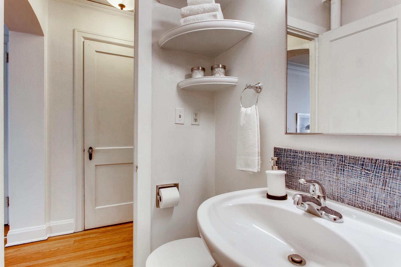 709 Sw 16th Ave Unit 302-large-020-022-Master Bathroom-1500x1000-72dpi.jpg