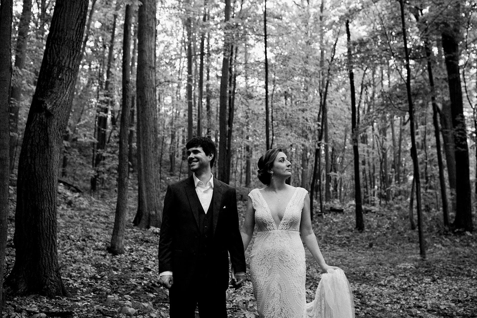 2019-06-01-00-Lindsey+Mat-04_Couples_Portraits-meandhimphoto-0020-T5D18208.jpg