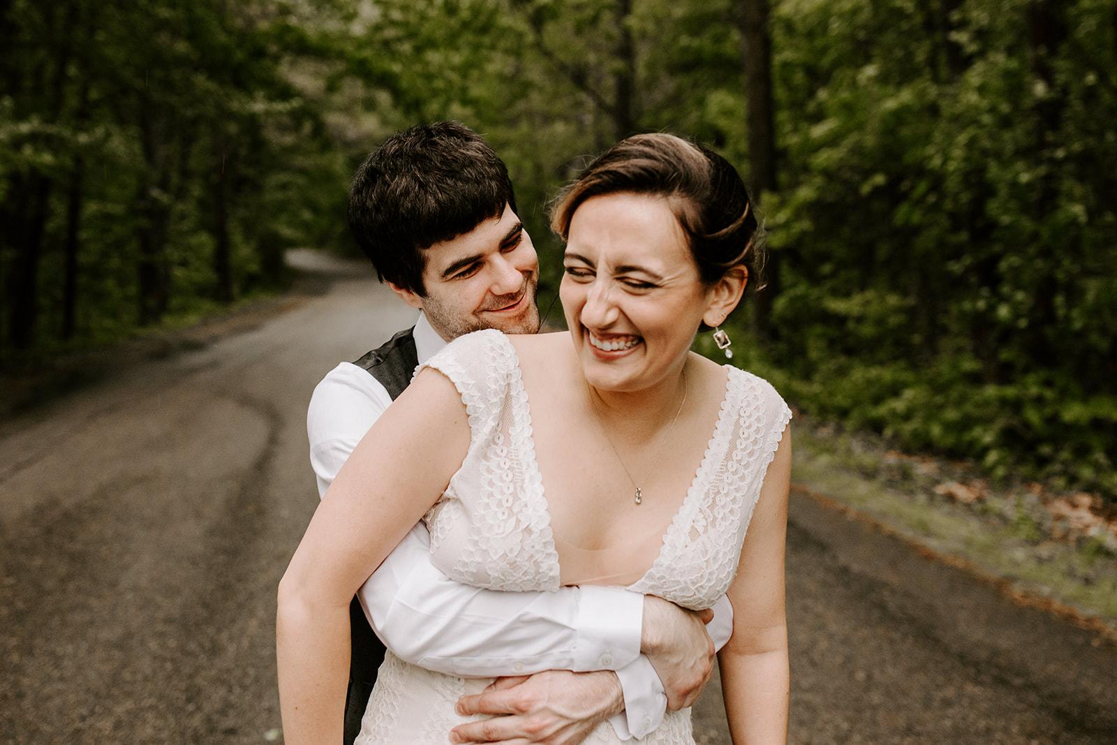 2019-06-01-00-Lindsey+Mat-04_Couples_Portraits-meandhimphoto-0027-T5D18252.jpg