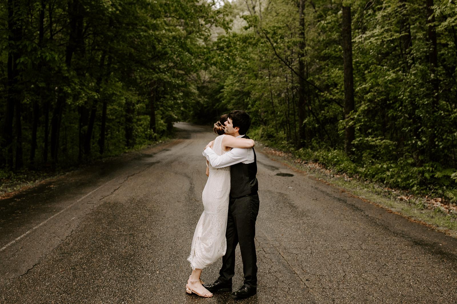 2019-06-01-00-Lindsey+Mat-04_Couples_Portraits-meandhimphoto-0028-T5D18261.jpg