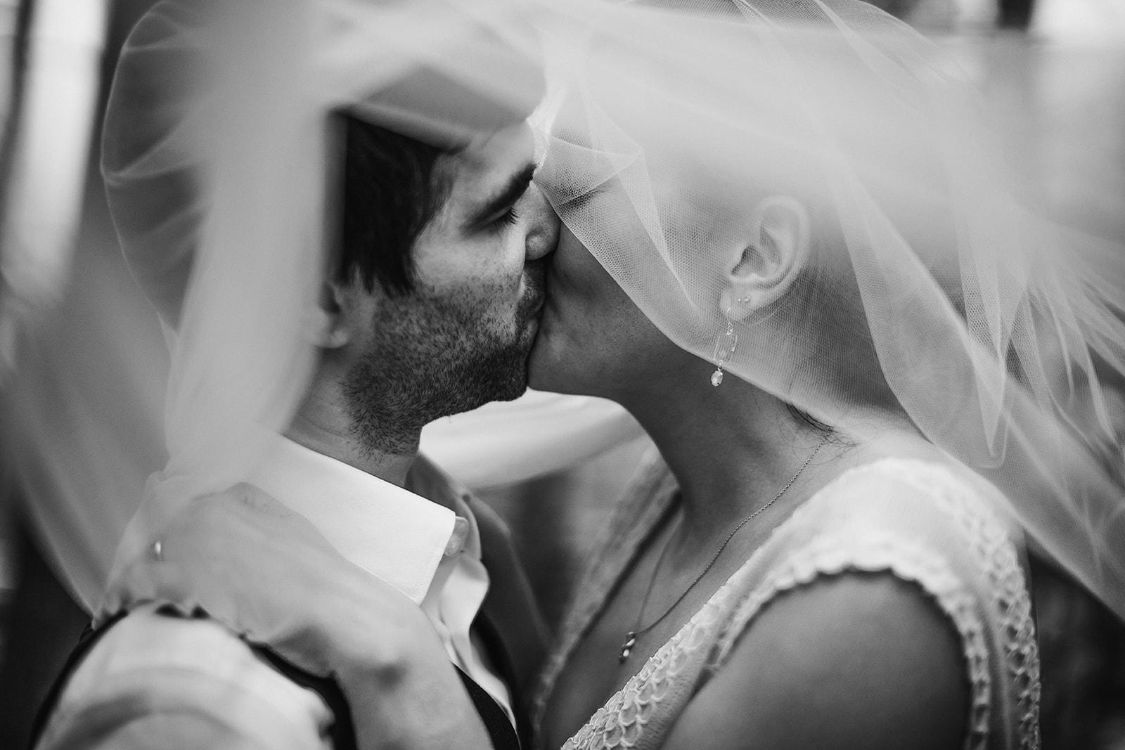 2019-06-01-00-Lindsey+Mat-04_Couples_Portraits-meandhimphoto-0093-T5D19084.jpg