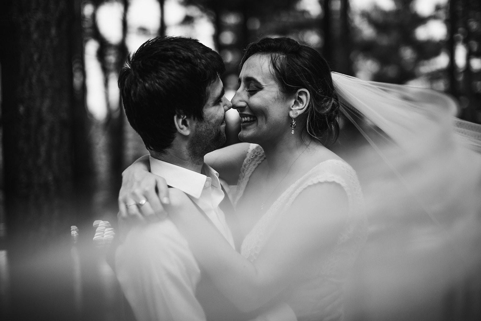 2019-06-01-00-Lindsey+Mat-04_Couples_Portraits-meandhimphoto-0097-T5D19097.jpg