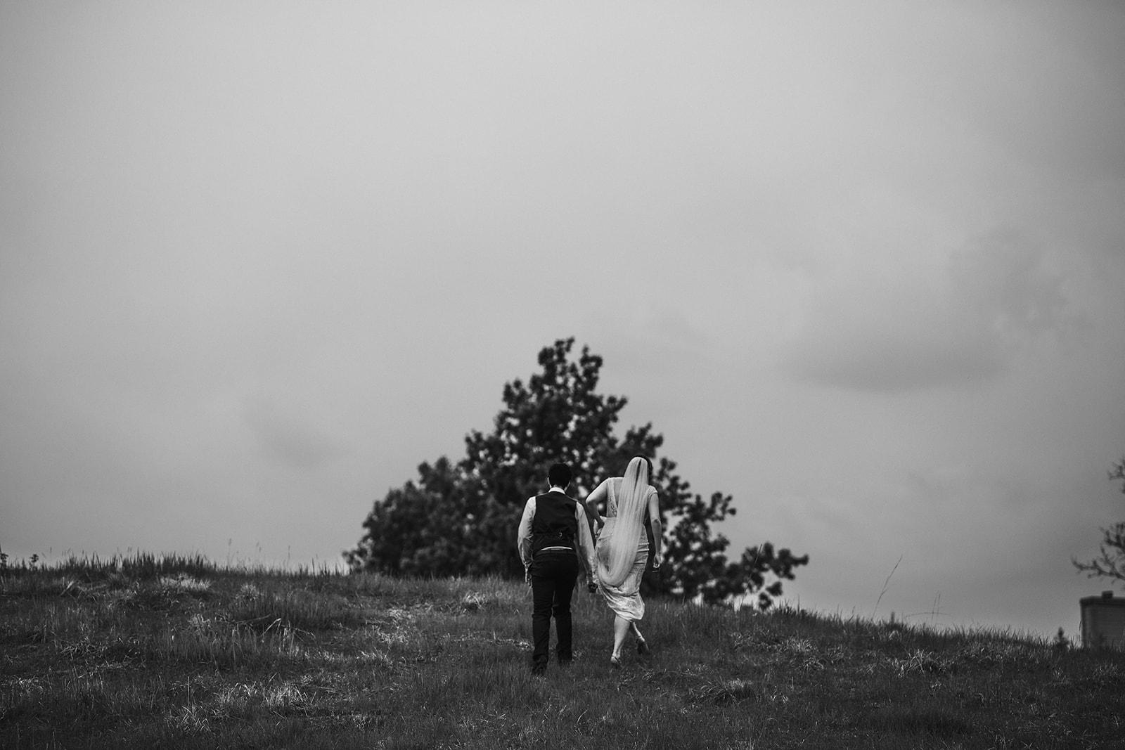 2019-06-01-00-Lindsey+Mat-04_Couples_Portraits-meandhimphoto-0109-K5D45305.jpg