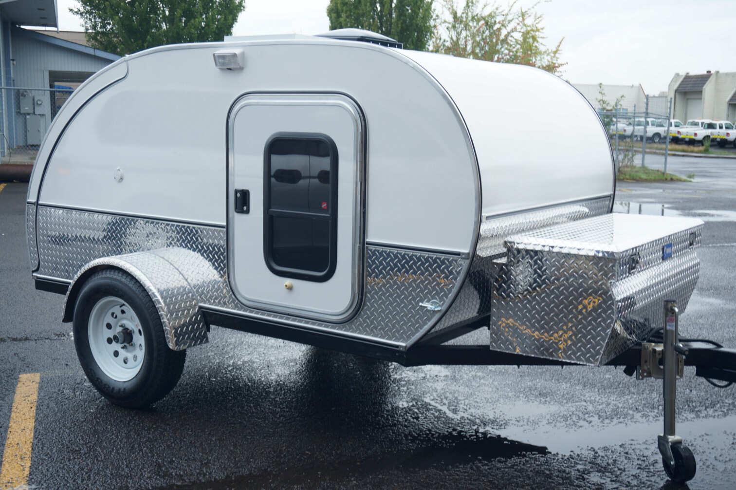 trailer-all-white.jpg