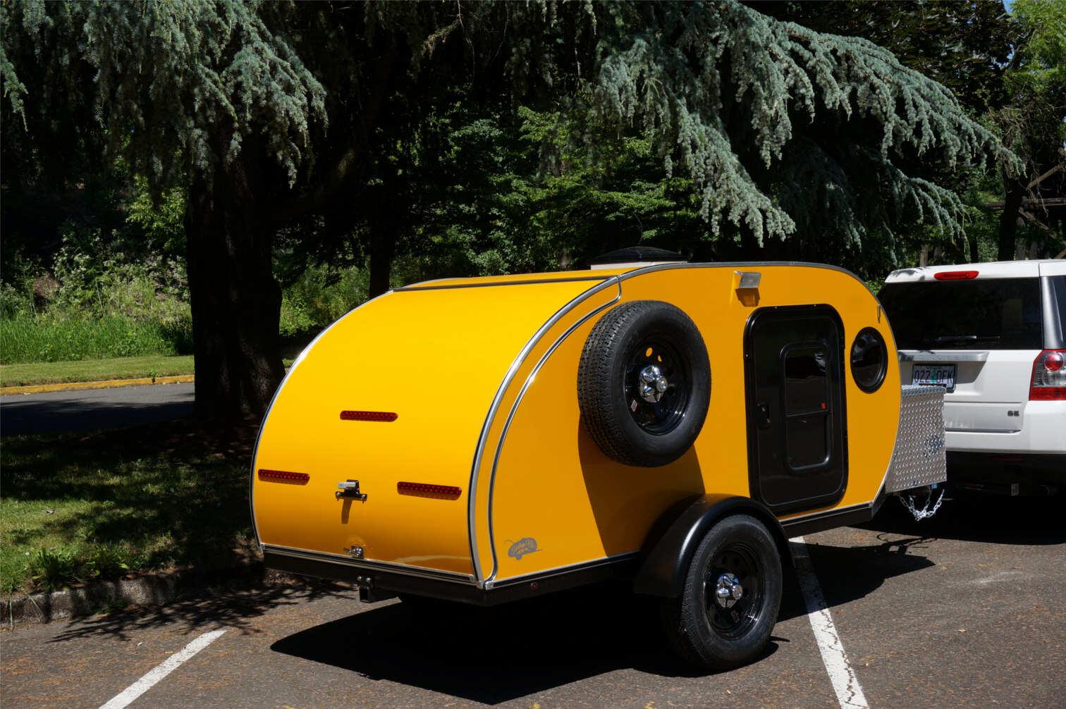 trailer-yellow-2.jpg
