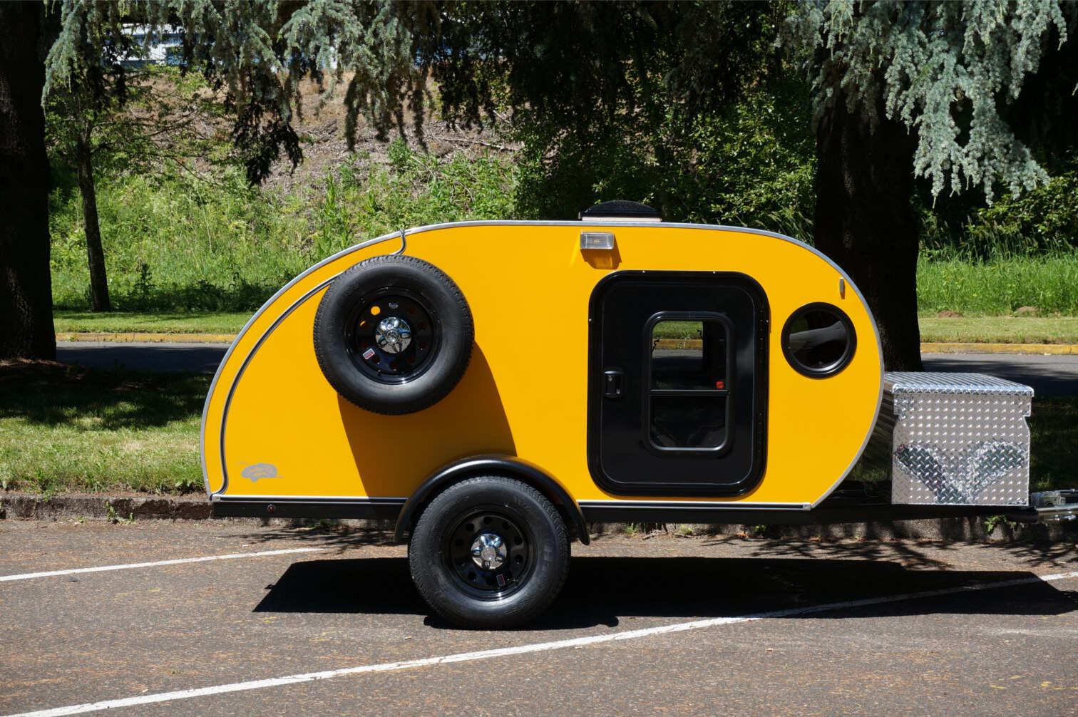 trailer-yellow.jpg
