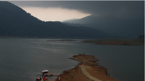 When we reached Umiam Lake, the sky was dark and cloudy