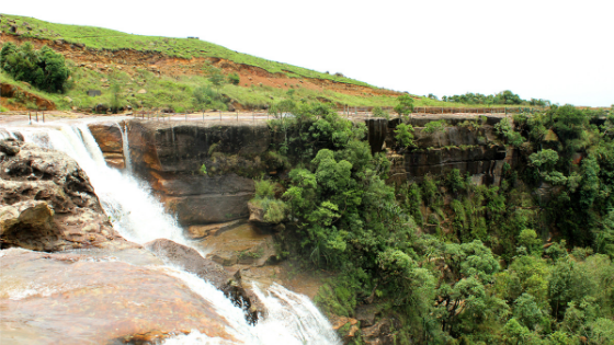 Dainthlen Falls is an electrifying beauty and is located very close to    Sa-I-Mika