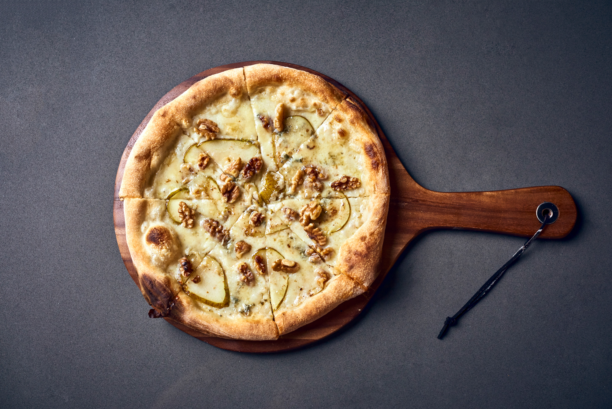 Nunos Pizza 122 - Noci e pere.jpg