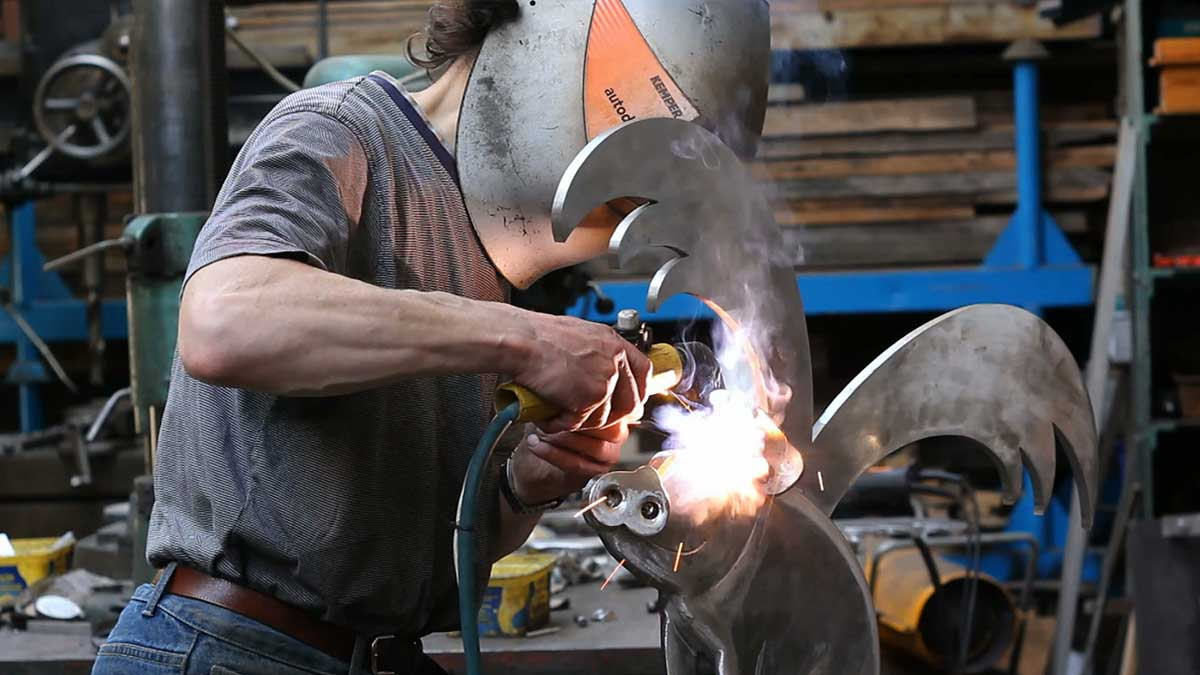 welding-ear-to-pig-wide.jpg