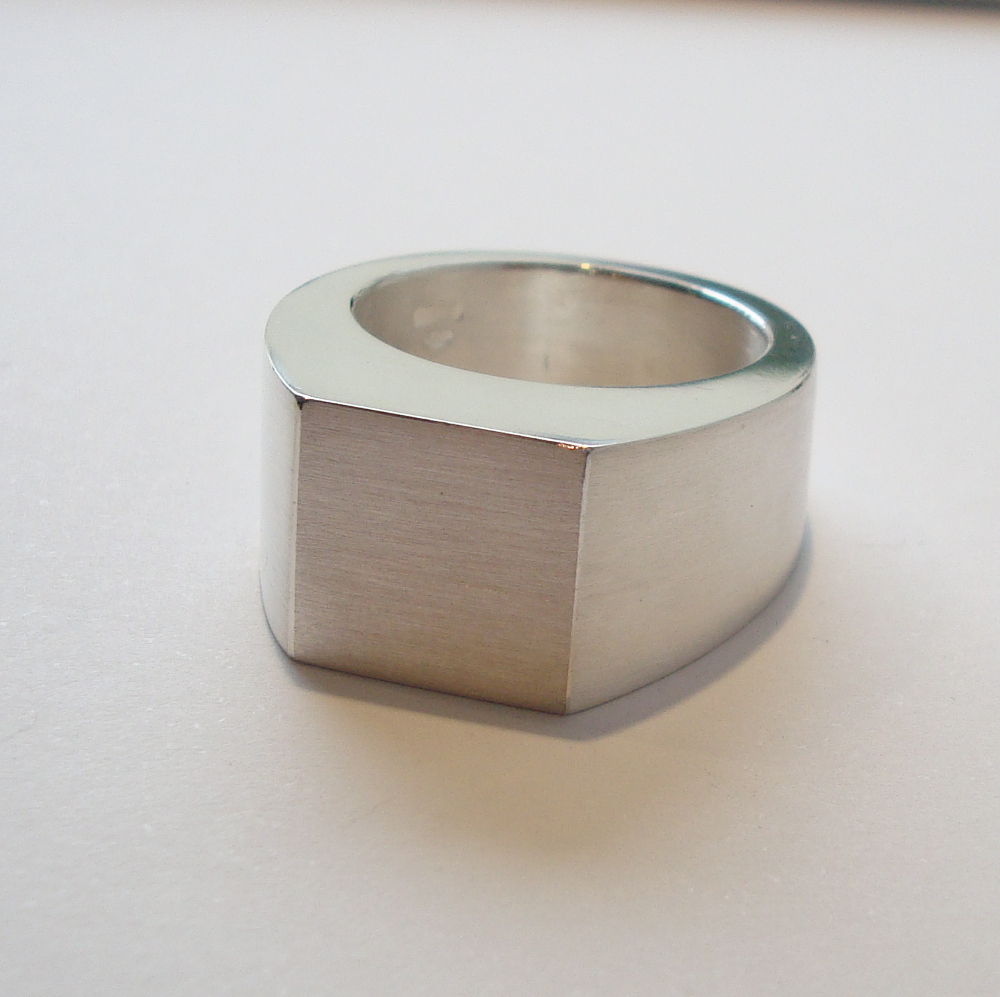 Ring quadratisch