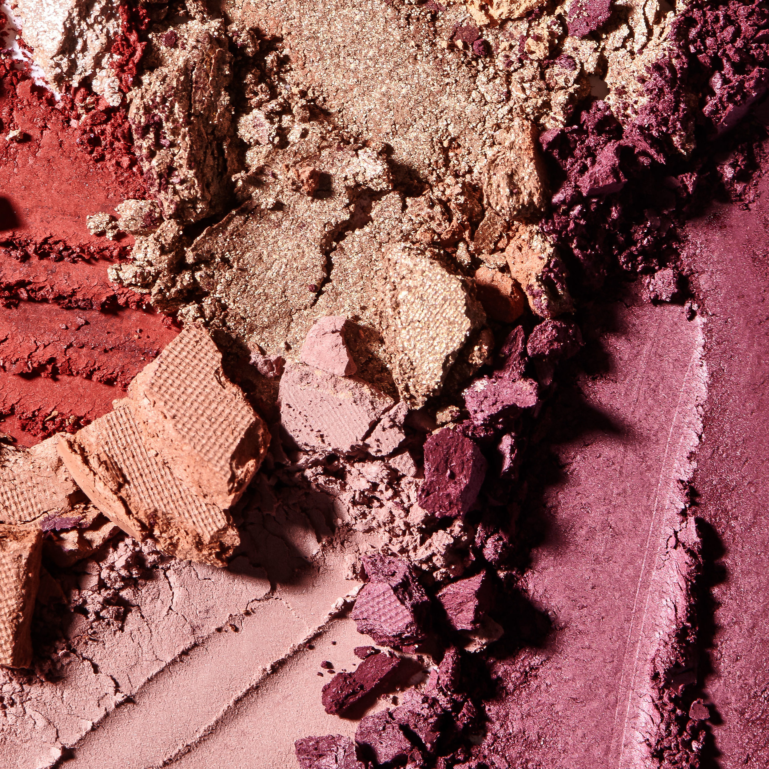 386_RVB_BE-PASSIONATE-ABOUT_palettesand-lipglosses_Sep18-KP5189.jpg