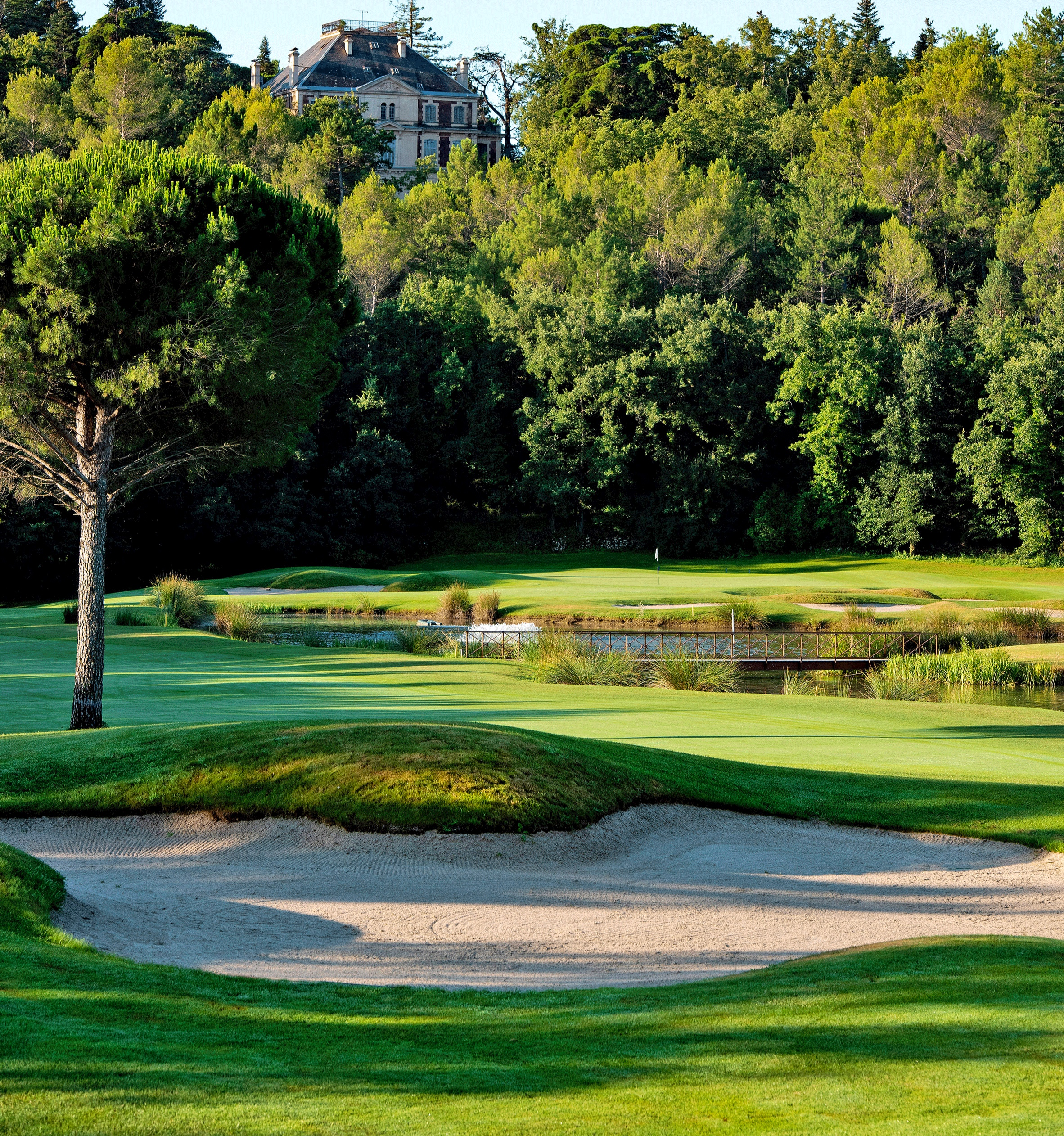 The wonderful par 5 6th hole at Terre Blanche's Chateau course.