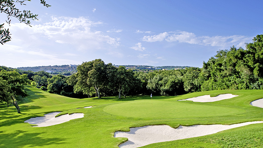 The second par 3 is the mid-length 6th, called 'El Vallejo' by virtue of the fact it plays over a 'Small Valley'.
