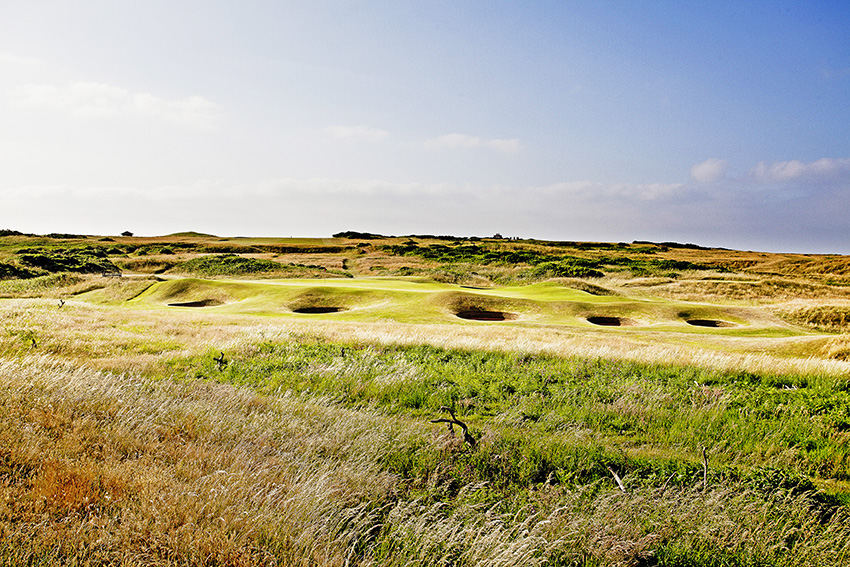 The 11th at Royal Porthcawl could be said to be well bunkered, with seven traps.