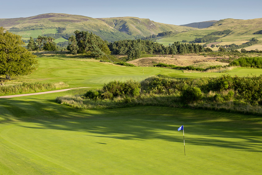 The 10th hole of Gleneagles'e Queen's course offers glimpses of the King's in the background.
