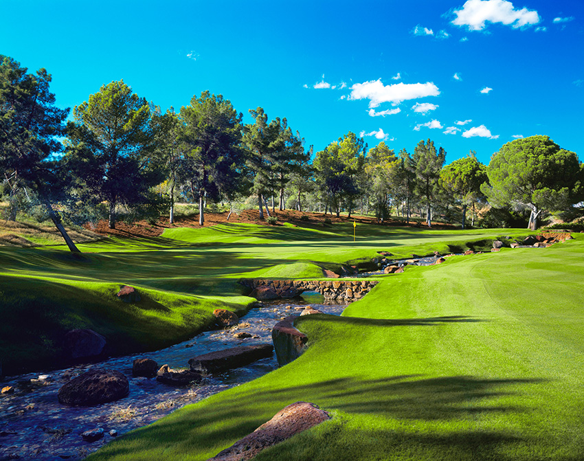 The famous casino owner and businessman Steve Wynn asked Tom Fazio to design the spectacular Shadow Creek GC in Las Vegas.