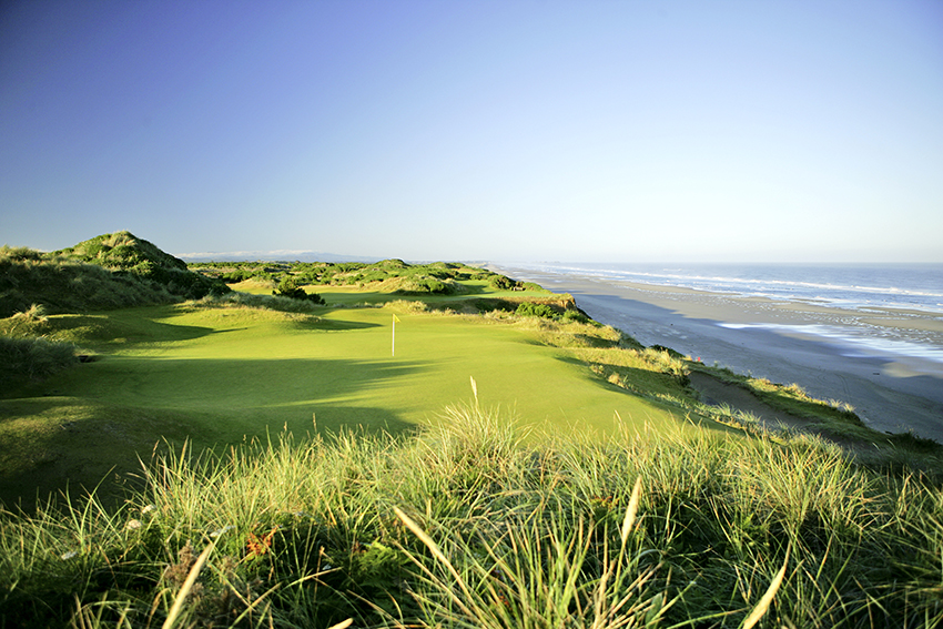 Doak's Pacific Dunes is a wonderful example of using the land to create a stunning course.