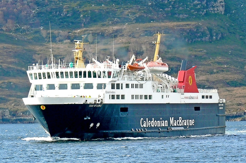 Golfing visitors to Arran need to arrive by ferry.