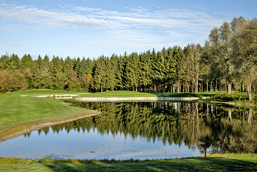 The 3rd hole at Eichenried is flanked by water and trees.