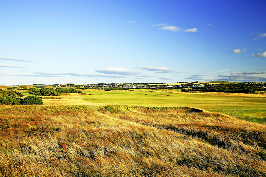 The par-4 9th on the Old Course at St Andrews sees a new bunker added short left of the green.