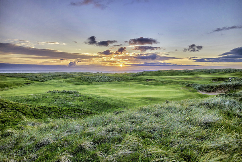 The sun sets behind Mach Dunes' stunning 9th hole.