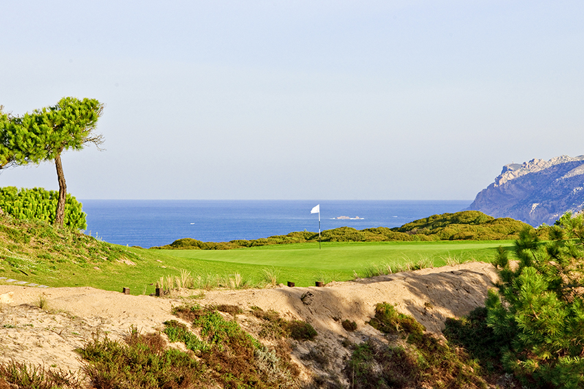 The gorgeous 14th with the Atlantic beyond.