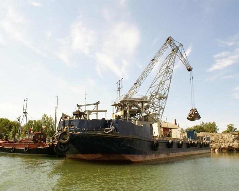 Barge loader