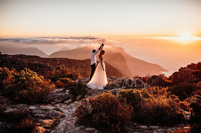 Kim & Zee, taking on the world together, while standing on top of one of it's biggest wonders ♥️ ⠀ #loveauthentic #elopementlove #loveelope #adventurouscouple #capetownweddingphotographer #elopementphotographer #adventureelopement #adventurewedding #adventuresession #elopementcollective #radstorytellers #wanderingweddings #elopementphotographer #capetownelopement #radlovestories #dirtybootsandmessyhair #belovedstories #loveandwildhearts #authenticlovemag⠀