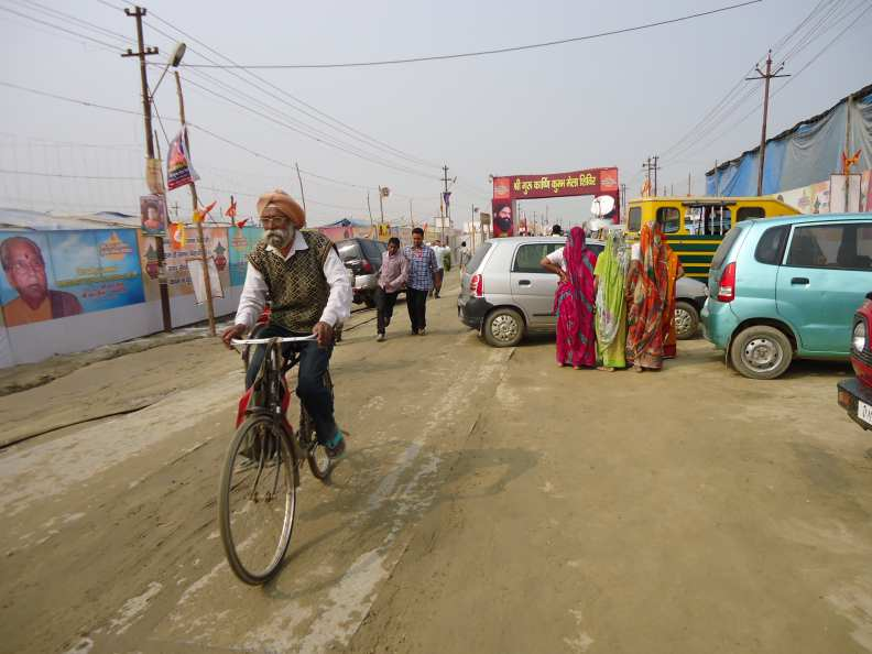 Bike-on-road-to-KM.jpg