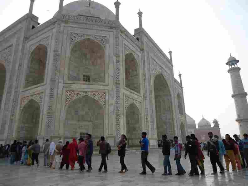 Sunday pilgrims to Taj Mahal