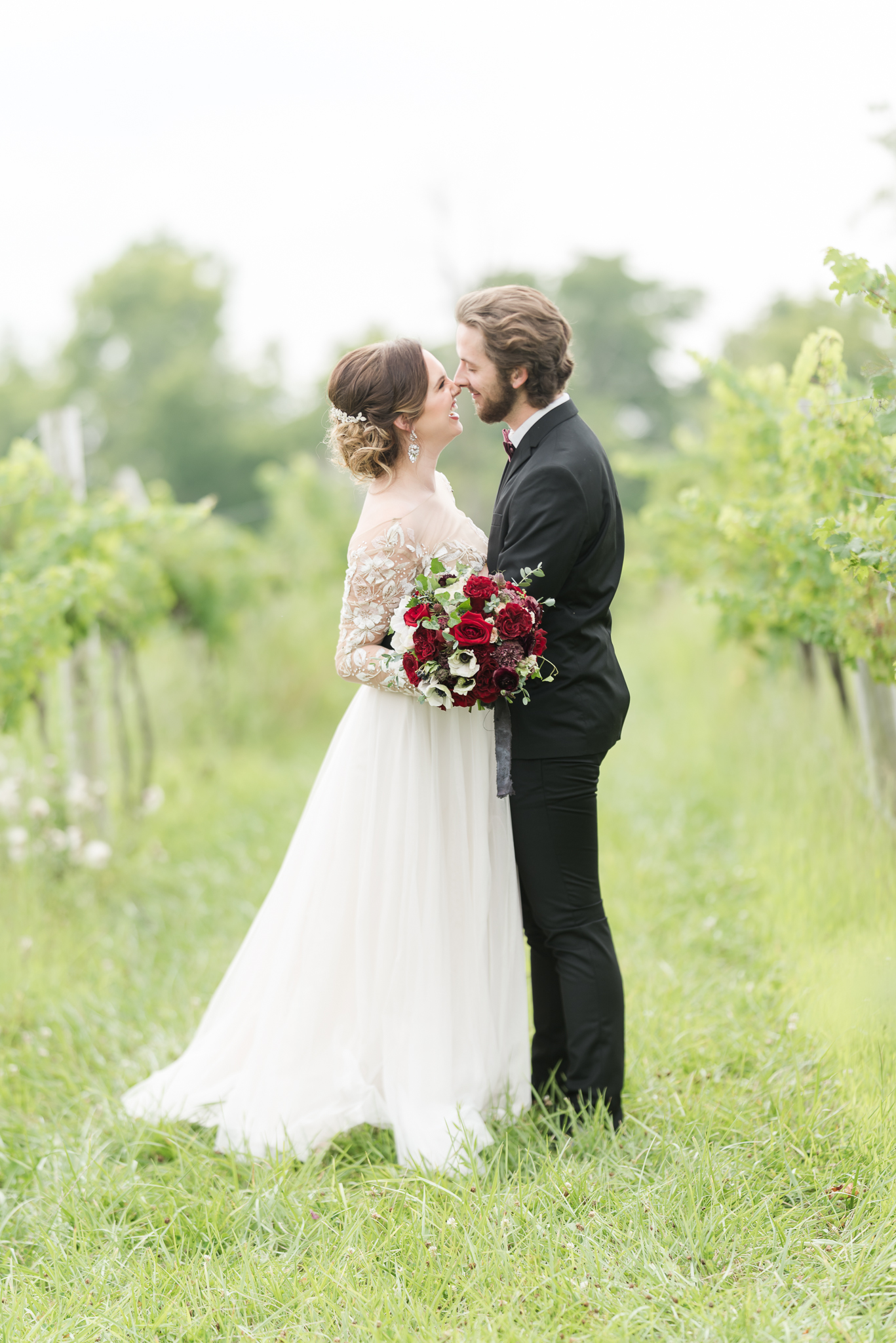 Poses to look amazing and thin in your wedding photos