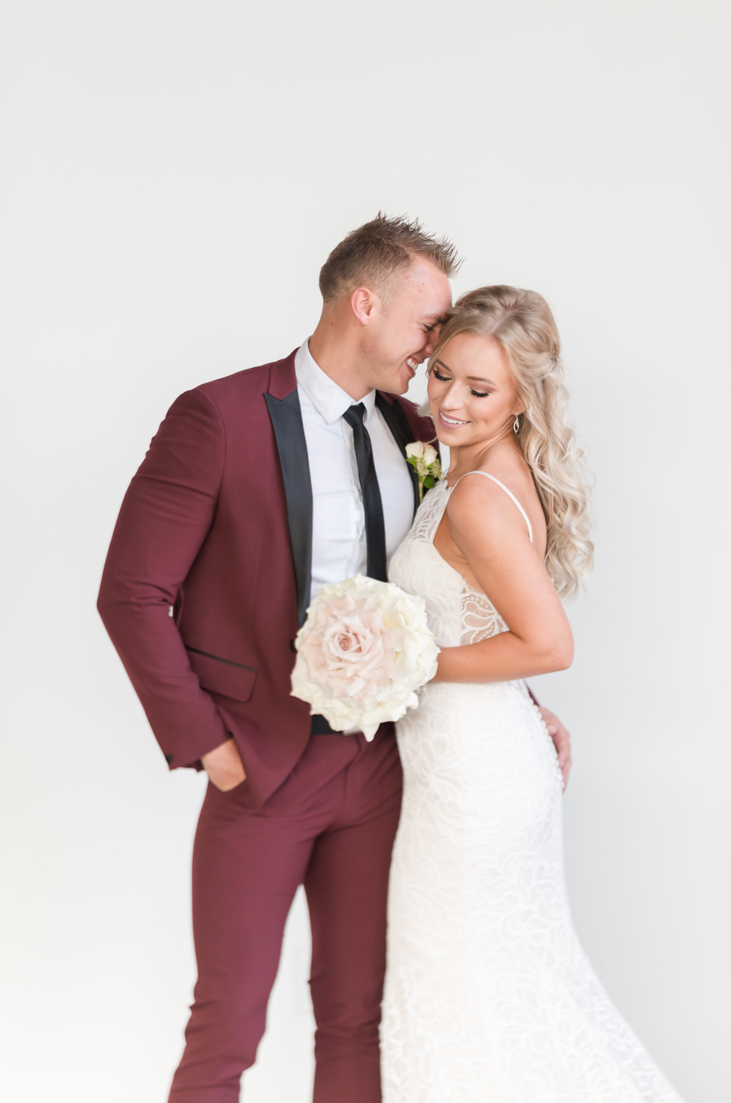Best Poses For Looking Skinny in your wedding photos