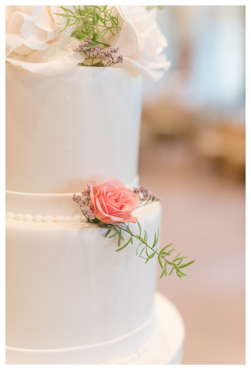 Classic White Wedding Cake with Pink Flowers_0637.jpg