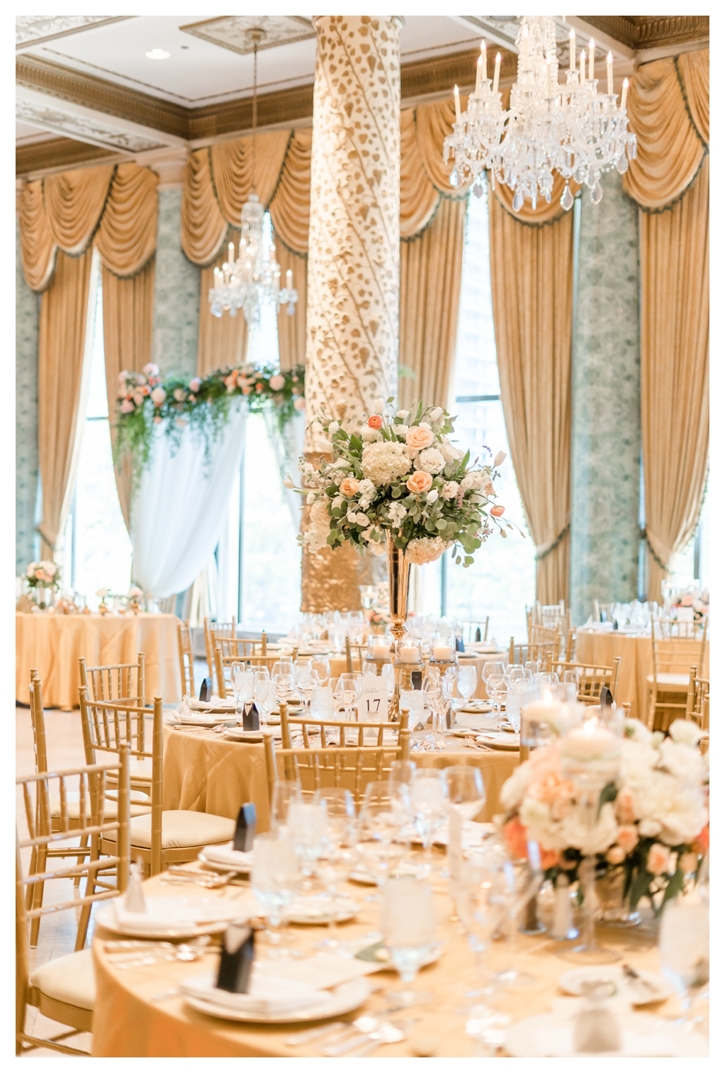 Gold Chiavari Chairs_0619.jpg
