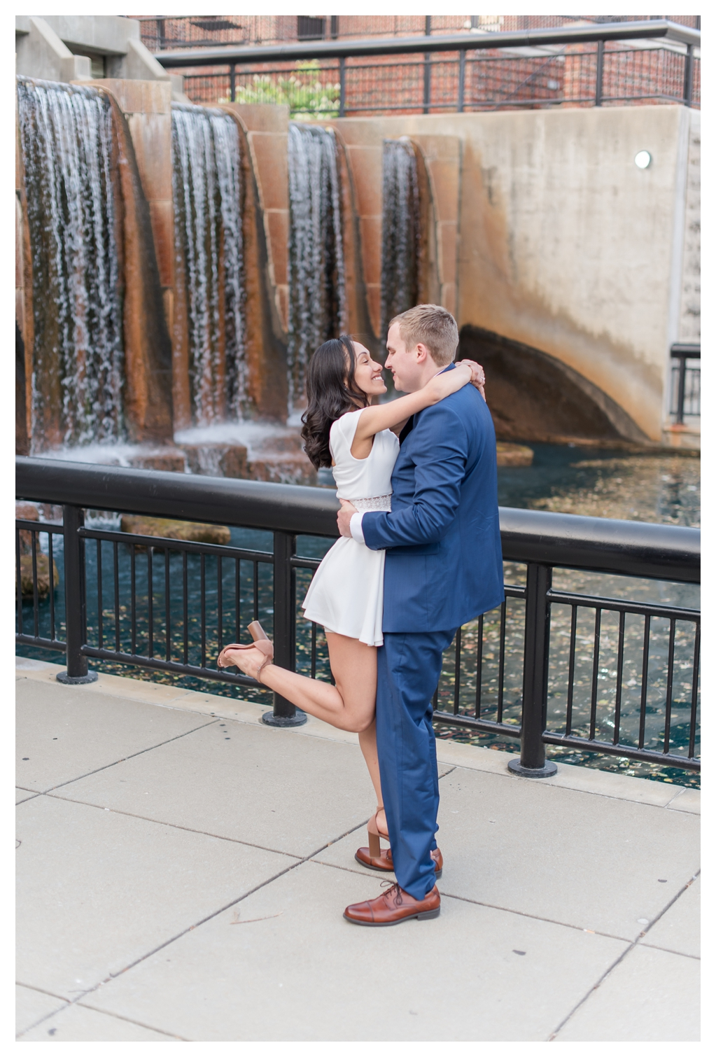 Downtown Indianapolis Engagement Photos_0865.jpg