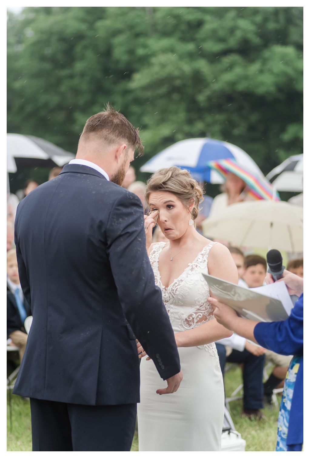 Outdoor Wedding in the Rain_1060.jpg