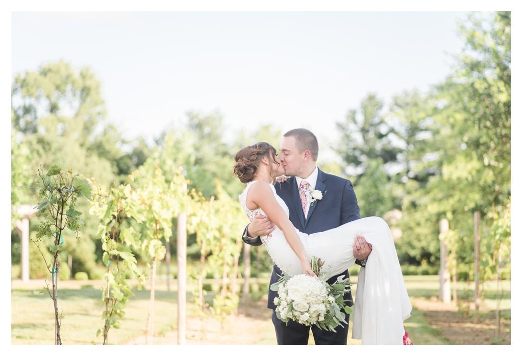 Finley Creek Vineyards Wedding Photographer_1291.jpg