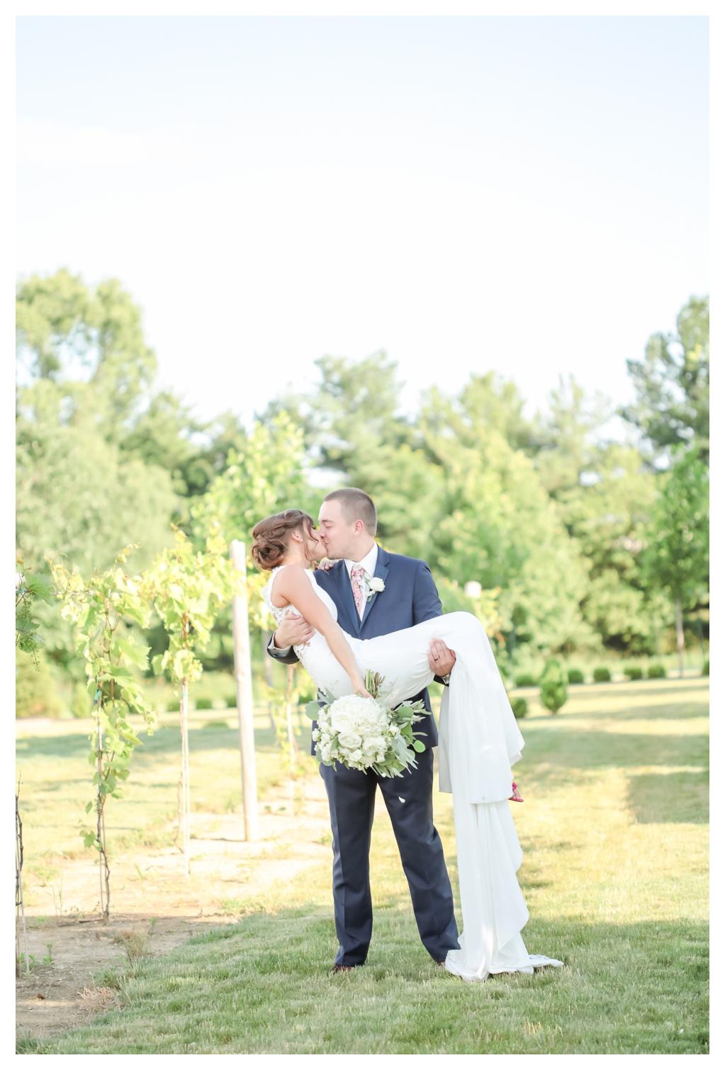 Summer Wedding at Finley Creek Vineyards_1251.jpg