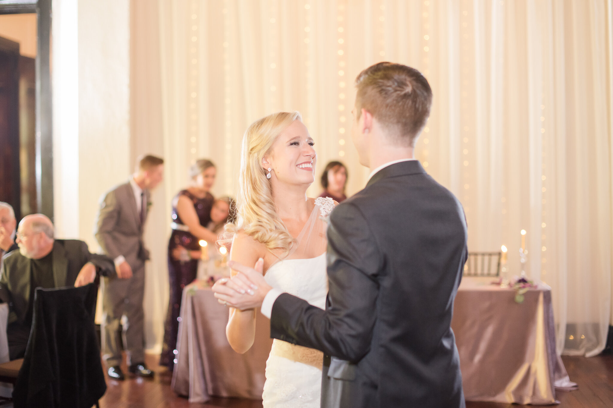 Downtown Indianapolis Wedding at Cyrus Place7999.jpg