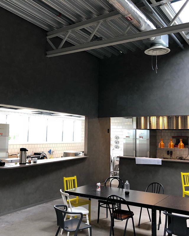 Installationer i Johan&Nyströms nya restaurangkök tillsammans med @ledandeinstallationer, tack för hjälpen!  #rdelteknik #restaurangkök #johanochnyström #schneiderelectric #defalight #storkök #elektriker #elinstallation