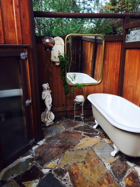 Outdoor Bathhouse & sauna