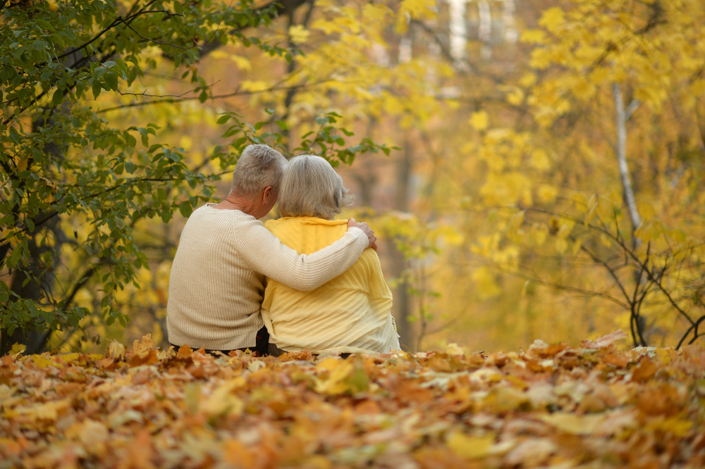Couple-in-Fall-Hospice.jpg