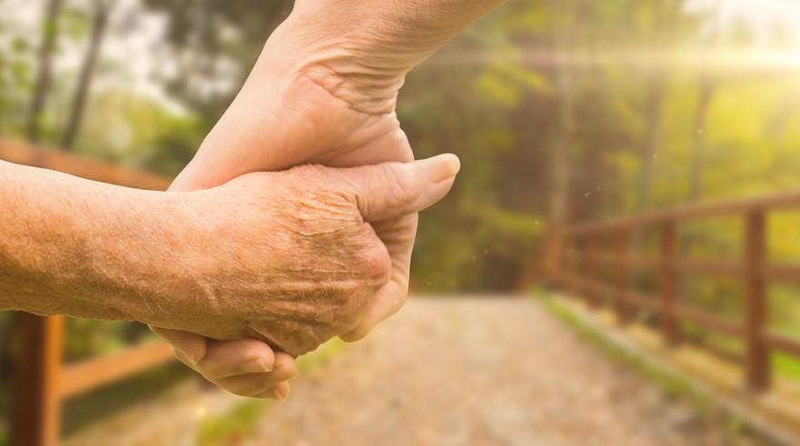 Holding-Hands-Hospice.jpg