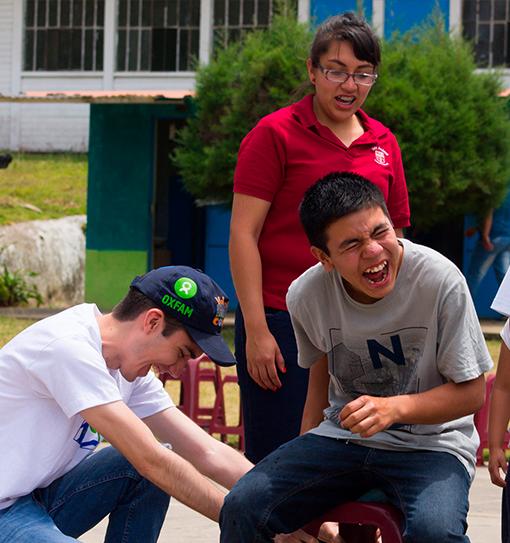 Voluntariado - Realizamos voluntariados con jóvenes y empresas para transformar las escuelas públicas juntos.