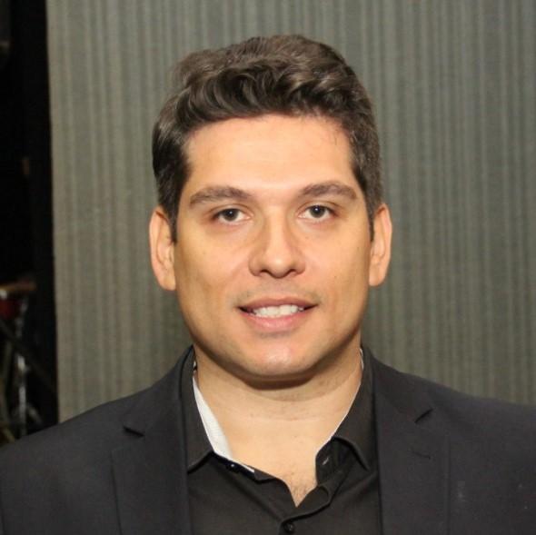 Bruno Adriano M Mendonça  Coach. Master Practitioner.