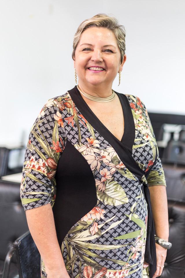 Inês Esselin - Administradora de Empresas, Diretora Proprietária da empresa Foccus Eventos e PromoçõesTrainer em PNL- Programação NeurolinguísticaAtuou na multinacional Johnson&Johnson na área de vendas e gestão de pessoas.Trabalha com Treinamentos voltados para as relações interpessoais