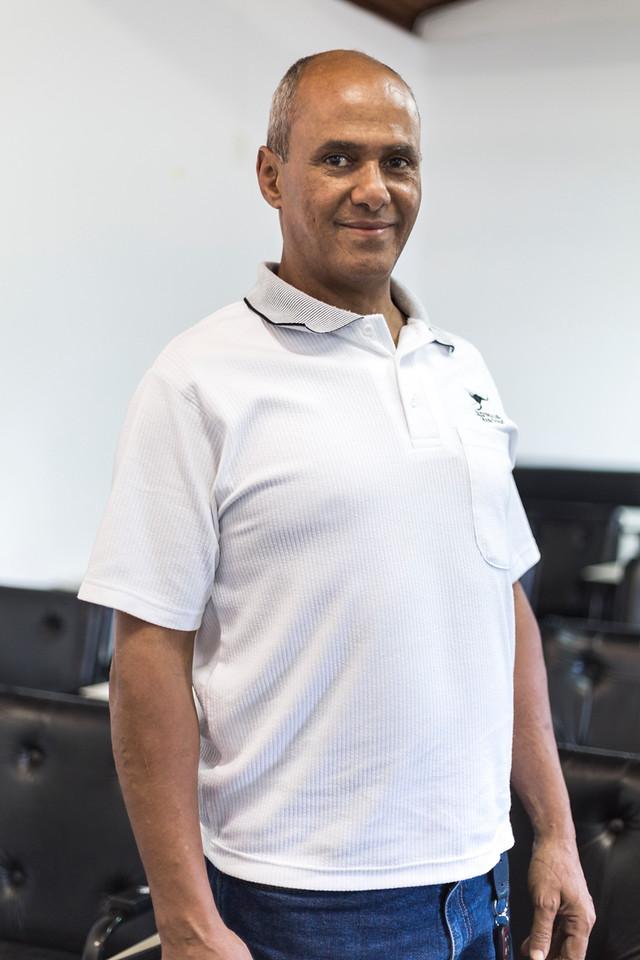 Carlinhos - Terapeuta Corporal. Professor de Yoga.Master Practitioner em PNL.