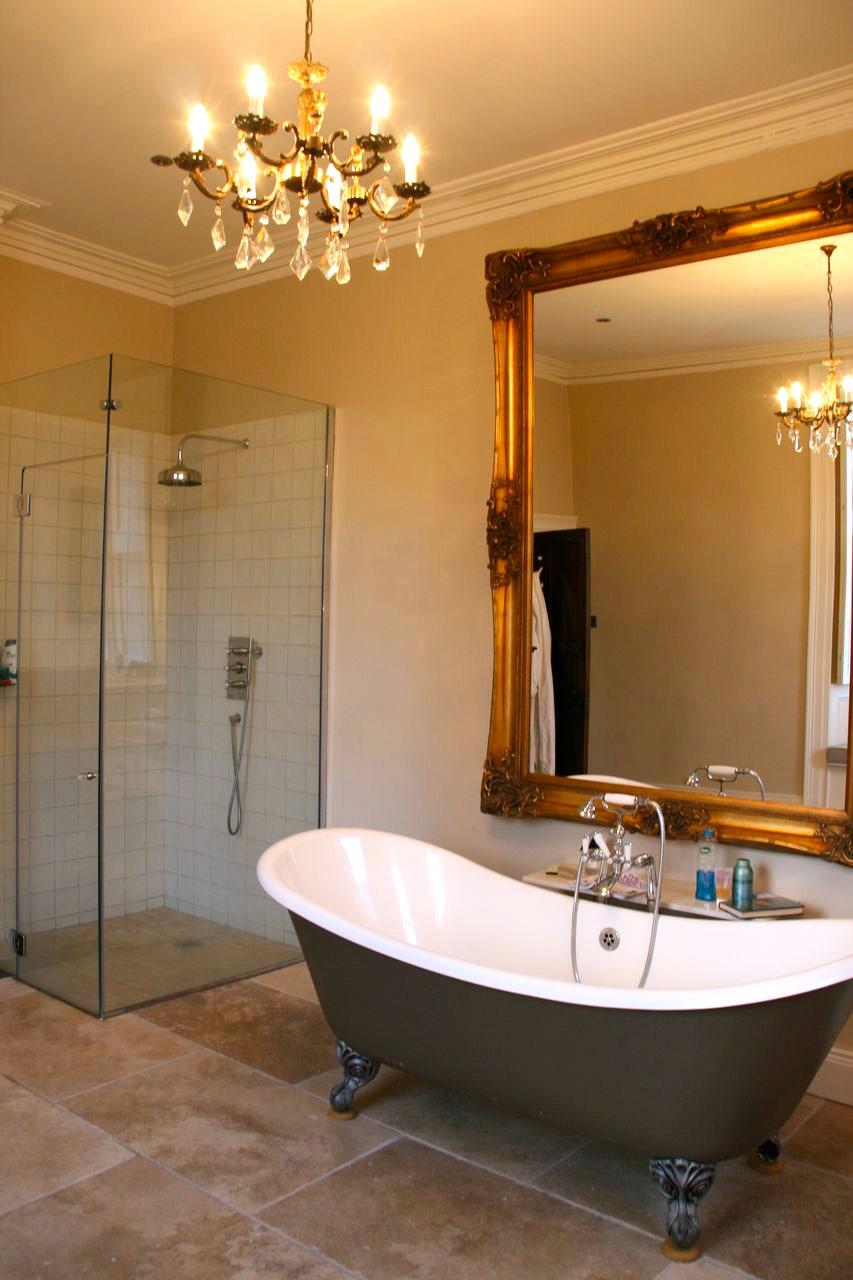 5 Main House Bathroom.jpg